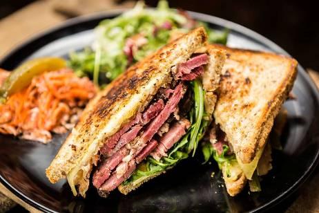 sandwich pastrami Amour Fou