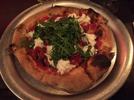 pizza mozarella noir bruxelles