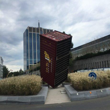 Sculpture insolite The Container de Luc Deleu à Bruxelles