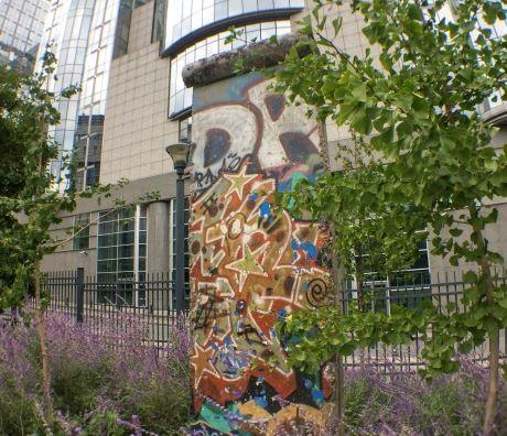 Fragment du mur de Berlin à Bruxelles dans le parc leopold