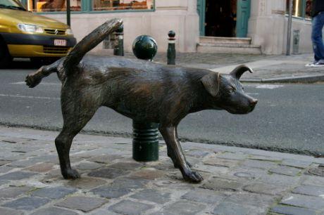 Statue LE Zinneke de Tom Frantzen à Bruxelles