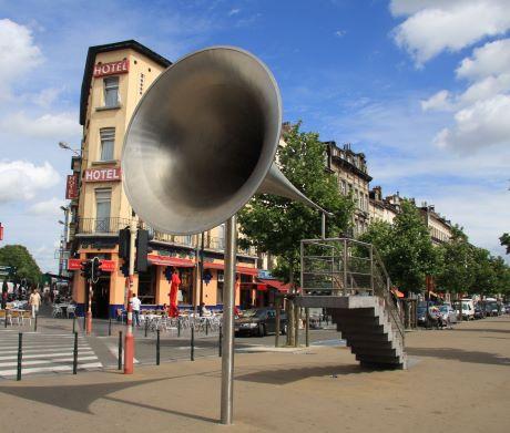Porte Voix statue La Pasionaria à Bruxelles